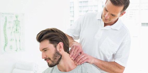 پس از تشخیص علائم و علل دیسک گردن اولین اقدام، شروع درمان است