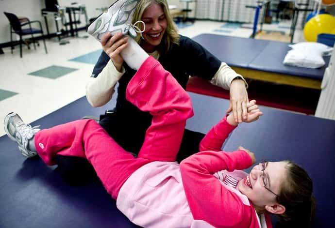 فیزیوتراپی و تمرینات توانبخشی برای درمان فلج مغزی کودکان و بزرگسالان