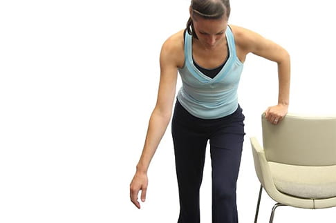 تمرین پندولوم برای درمان در رفتگی شانه