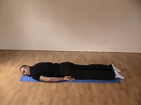 درمان گودی کمر با تمرین دراز کشیدن روی شکم