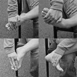 تمرین کشش با فشار اضافی برای درمان پیچ خوردگی مچ پا