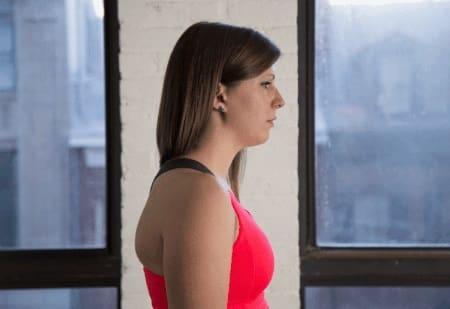 تمرین عقب کشیدن چانه برای درمان درد شانه و تقویت عضلات