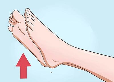 بالا نکه داشتن قسمت آسیب دیده برای درمان بی حسی و خواب رفتگی انگشت پا